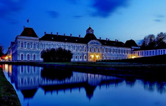 Take a last minute business class flight to Munich and tour Nymphenburg Palace. - IFlyFirstClass